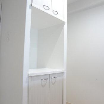 キッチンに収納スペースがあるのってうれしい!(※写真は10階の同間取り別部屋のものです)