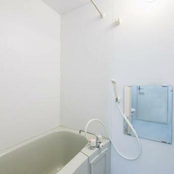 シャワーも浴びられます ※写真は別室(301号室)