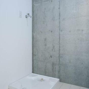 洗濯機置き場 ※写真は別室(301号室)