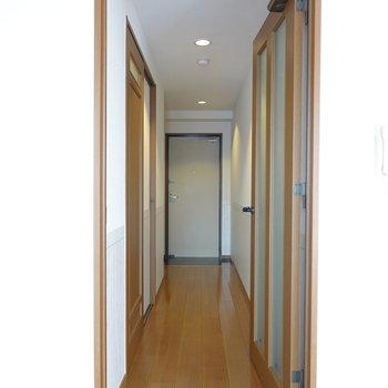 廊下に出てその他のお部屋へ。