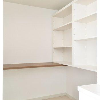 本棚のついた書斎スペース♪