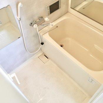 お風呂にはTV&浴室乾燥機つき◎