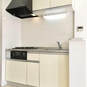 キッチンは2口コンロにグリル付き。