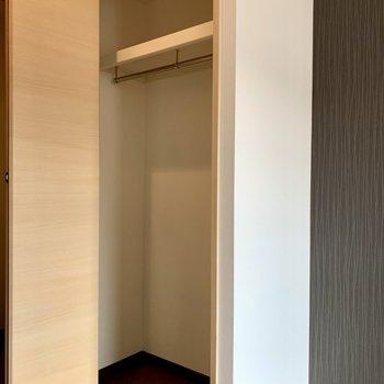 クローゼットは少し小さいかも…(※写真は13階の同間取り別部屋のものです)