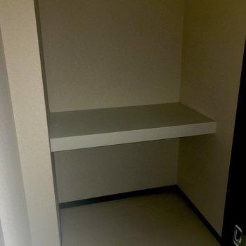 納戸付き。生活感が上手に隠せそう。※写真は1階の反転間取り別部屋のものです
