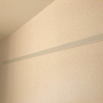 【洋室】壁には長押が付いています。※写真は1階の反転間取り別部屋のものです