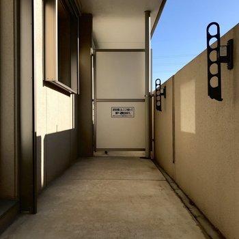 ベランダはとても奥行きがあって、導線がしっかりと確保されています。※写真は1階の反転間取り別部屋のものです