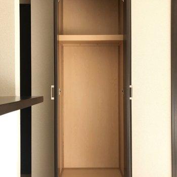 【LDK】容量たっぷりの頼もしい収納です。※写真は1階の反転間取り別部屋のものです