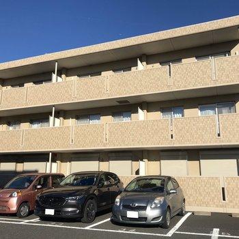 3階建てのマンションです。