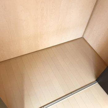 【洋室】奥行きと幅もしっかりとゆとりがあります。※写真は1階の反転間取り別部屋のものです