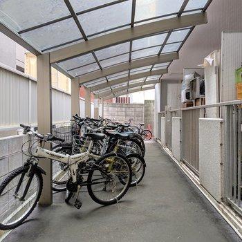 駐輪場もオートロック内屋根付きで安心◎