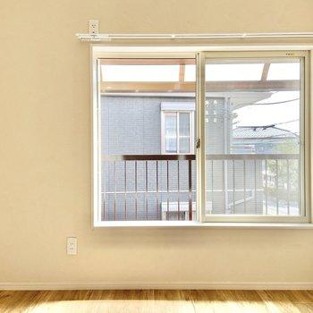 【洋室】こちらのお部屋はとってもシンプル。※写真は前回募集時のものです
