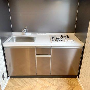 【LDK】2口コンロのシステムキッチン。お掃除しやすそうなデザインです。