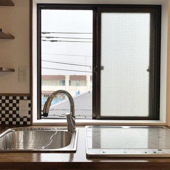風を感じながらお料理・洗い物できるなんて。