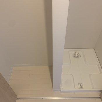 洗濯機置場は扉で隠せますよ!