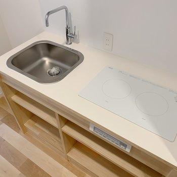 キッチンはシンプルですがお部屋の雰囲気にもばっちり※2口コンロです!
