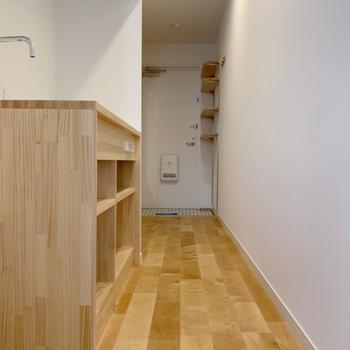 玄関からお部屋までは一直線。