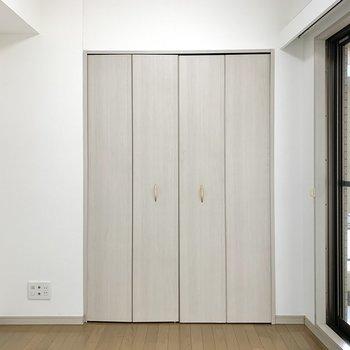 【洋室】こちらのお部屋にもテレビ線がありますよ。※写真は前回募集時のものです