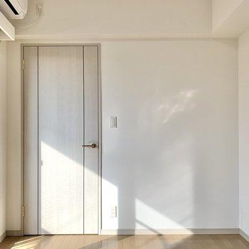 【洋室】置くのをシングルベッドにすると、導線がスムーズになりそうです。※写真は前回募集時のものです