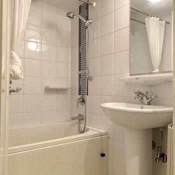 浴室乾燥機付きの2点ユニットです。※写真は前回募集時のものです