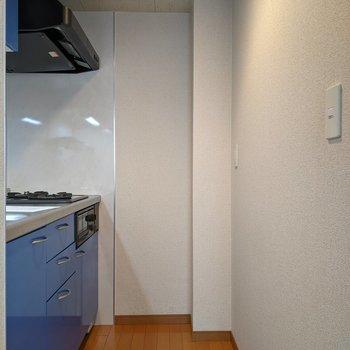 【LDK】キッチン周りに冷蔵庫置き場はありません。リビングに置きましょう。
