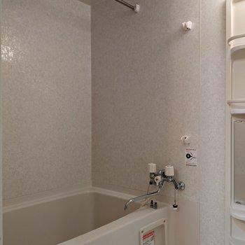 浴室で洗濯物を干すことができます。