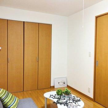【洋室】こちらは寝室にぴったり。