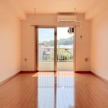 約9帖と、ゆったりめのお部屋です※写真は2階の同間取り別部屋のものです