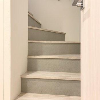 階段を上ると......