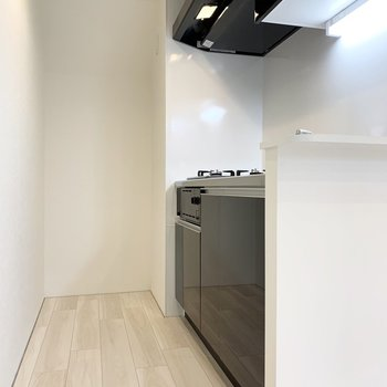 【DK】黒いキッチンです。ピリッと引き締まります。