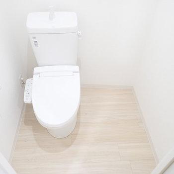 トイレの、妙な隙間…トイレットペーパーや防災グッズ置き場に