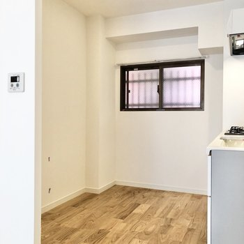 キッチン後ろのスペースはリビング側から見えないんです。小さいけどうれしいポイント◎