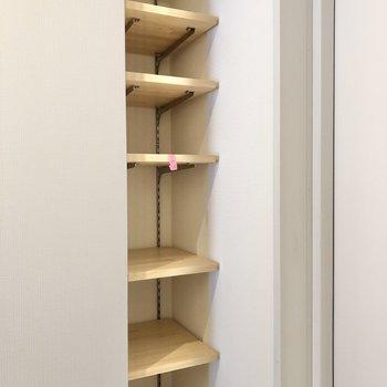 シューズボックスは棚の高さを調節できます。