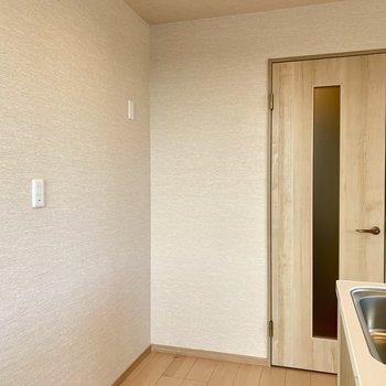 【LDK】冷蔵庫は後ろに置けますよ。