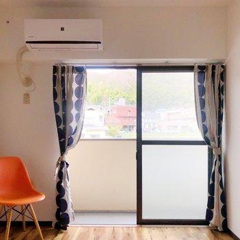 <洋室①>広い方の洋室にはエアコンもあるので、寝室にするのはいかがでしょうか?(※家具・雑貨はサンプルです)