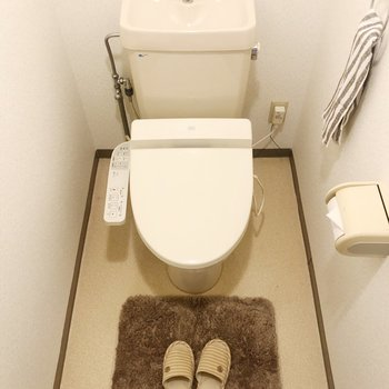 トイレはウォシュレット付きで嬉しい!(※家具・雑貨はサンプルです)