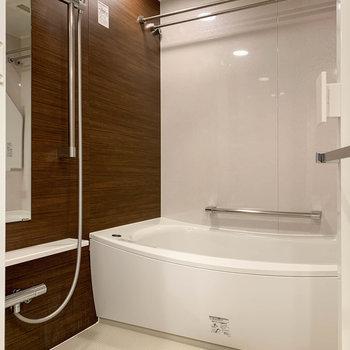 浴室乾燥や暖房、追い炊きなどが付いています。