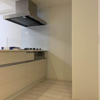 【地下一階】キッチンスペースへ。