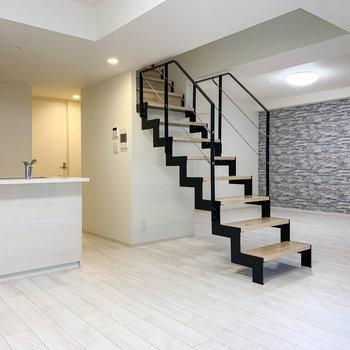 地下一階と一階にあるメゾネットタイプのお部屋。