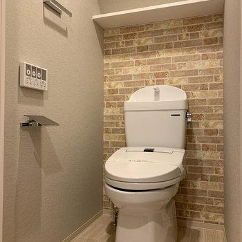 トイレはキッチンの裏あたりに。