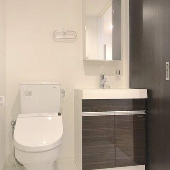 トイレ周りも清潔感がありますね。