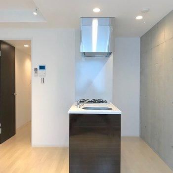 インテリアはこのキッチンありきで考えたほうがいいですね。