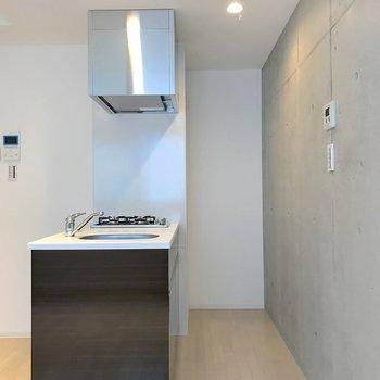 奥の窪みは冷蔵庫のスペース。