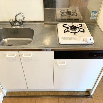 単身用の少しコンパクトな1口ガスコンロキッチンですが、作業スペースにできそうな余白も少し◎