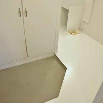 玄関は土間のようなスタイルです。※写真はモデルルーム