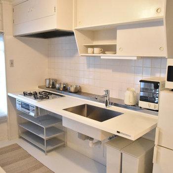 キッチンはこちら。※写真はモデルルーム、家具はサンプルです