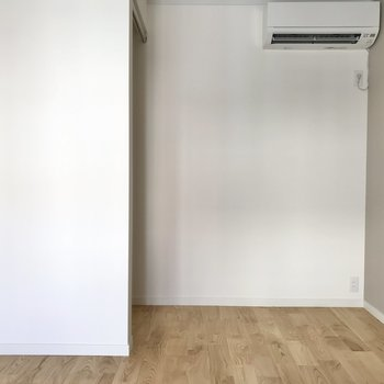 【洋室】エアコン付き。テレビも設置可能です。※写真は前回募集時のもの