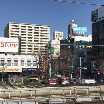 金町駅の北口にはスーパーや飲食店などお店が豊富にあります。