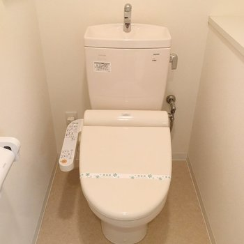おトイレ、広い!しかもウォシュレット