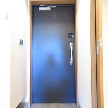 かなり広めの玄関(※写真は3階の反転間取り別部屋のものです)